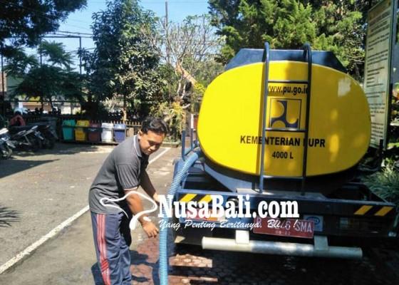 Nusabali.com - siswa-smpn-1-bangli-bawa-air-ke-sekolah