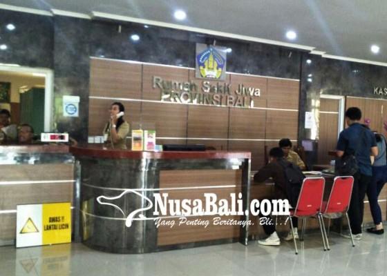 Nusabali.com - antri-urus-skbn-di-rumah-sakit-jiwa