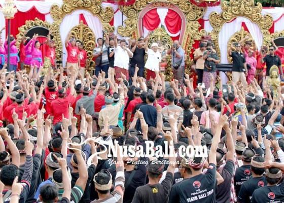 Nusabali.com - ribuan-massa-dan-parade-budaya-tegaskan-kemenangan-koster-ace-di-sukasada