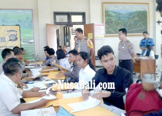 Nusabali.com - pendaftaran-polisi-dibuka-polres-gianyar-diserbu-pelamar
