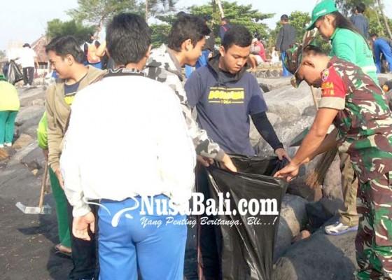Nusabali.com - pasukan-loreng-bersihkan-pantai
