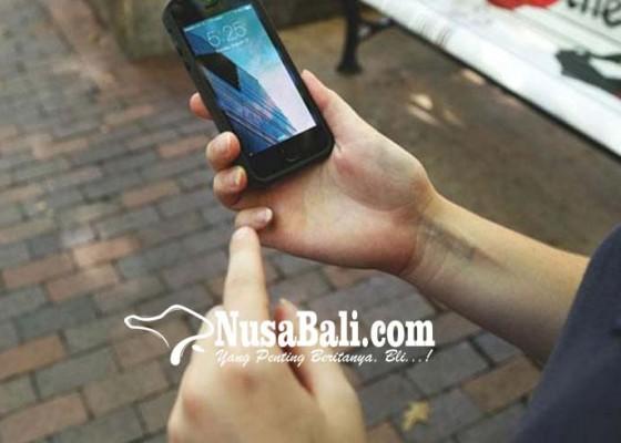 Nusabali.com - disangka-hilang-hp-wisatawan-terselip-di-ransel