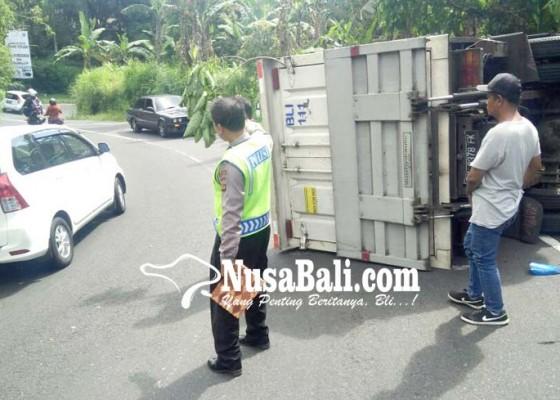 Nusabali.com - mobil-boks-senggol-pengendara-motor
