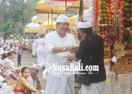 Nusabali.com - bupati-artha-ngaturan-bhakti-penganyar-di-besakih-dan-ulun-danu-batur