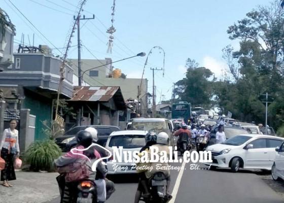 Nusabali.com - jalur-menuju-pura-batur-macet