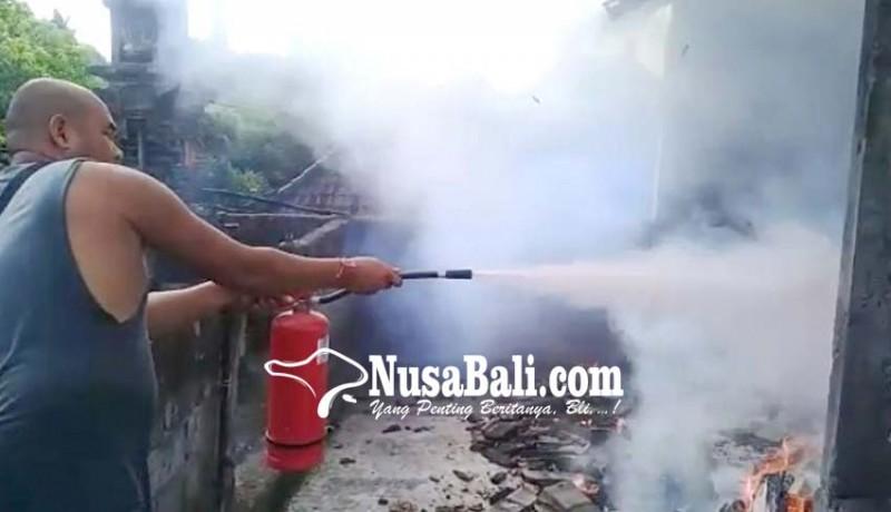 www.nusabali.com-panyimpenan-wastra-sanggah-terbakar