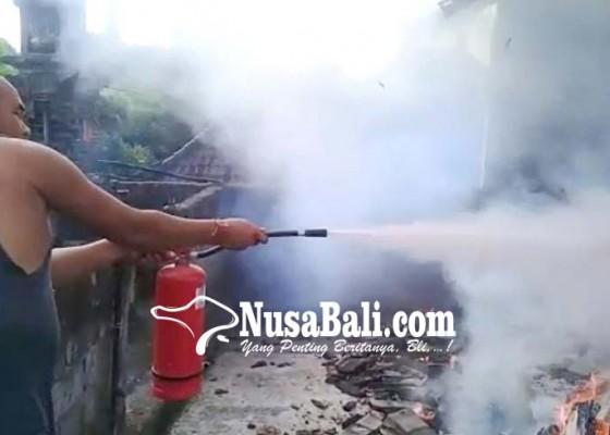 Nusabali.com - panyimpenan-wastra-sanggah-terbakar