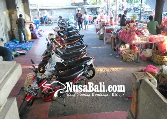 Nusabali.com - parkir-pasar-sanglah-sudah-overload