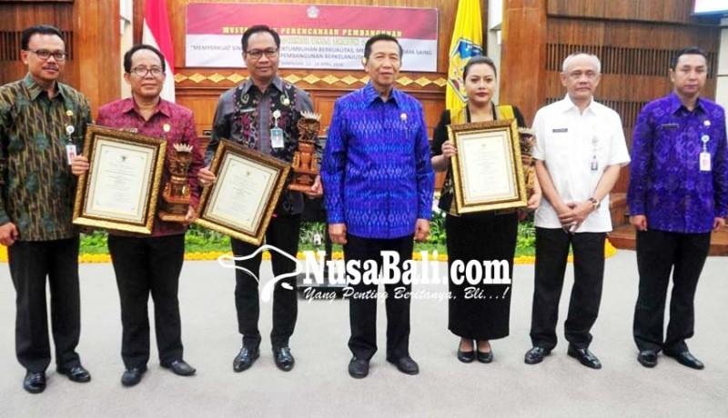 www.nusabali.com-badung-raih-penghargaan-pembangunan-daerah-terbaik-ii-dari-pemprov-bali