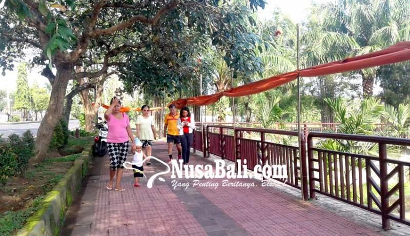 www.nusabali.com-warga-keluhkan-drag-bike-tutup-jalan