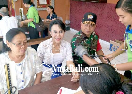 Nusabali.com - jelang-hari-kartini-tutik-gelar-safari-kesehatan