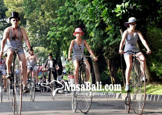 Nusabali.com - ribuan-peserta-ikut-parade-sepeda-tua-di-denpasar