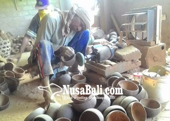 Nusabali.com - ekspor-kerajinan-batok-kelapa-lesu