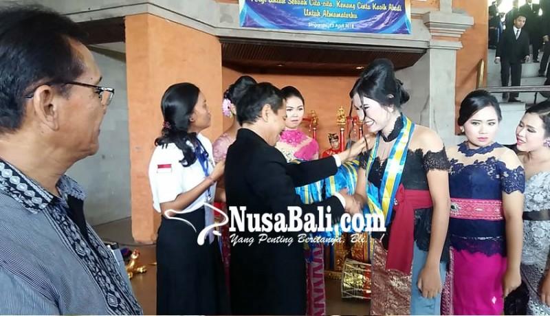 www.nusabali.com-smkn-1-singaraja-lepas-ratusan-siswa