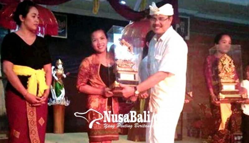 www.nusabali.com-stkip-amlapura-juara-yoga-asanas-di-ihdn