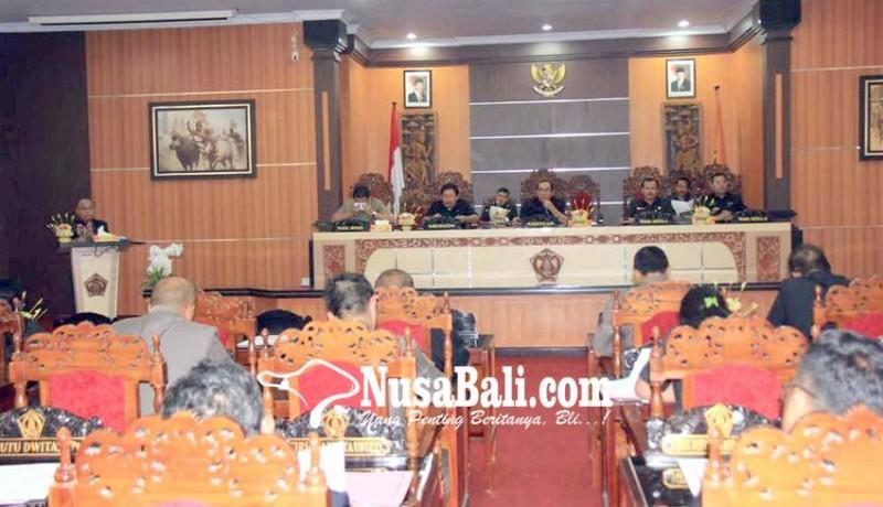 www.nusabali.com-bupati-putu-artha-jawab-pandangan-umum-fraksi