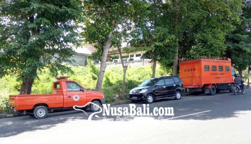 www.nusabali.com-kantor-kecil-mobil-operasional-bpbd-tabanan-parkir-di-jalan
