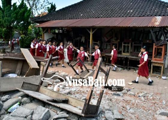 Nusabali.com - ruang-kelas-malah-dibongkar
