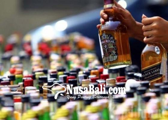 Nusabali.com - warung-miras-digerebek-50-botol-arak-disita