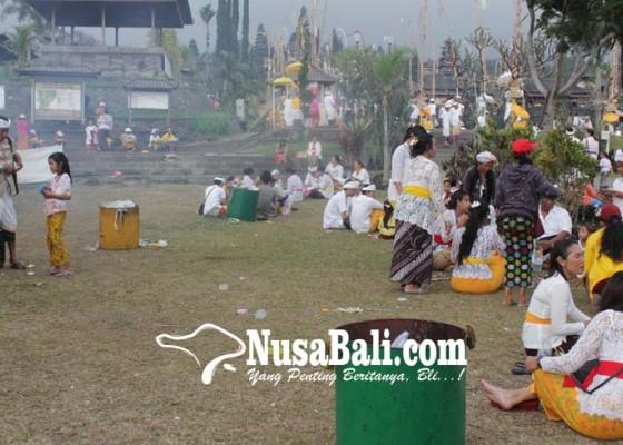 Nusabali.com - tambah-tong-sampah-di-besakih