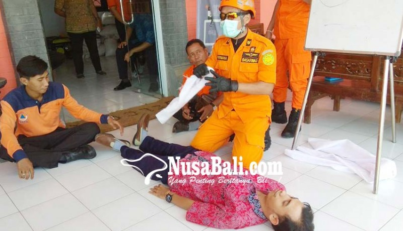www.nusabali.com-trc-bpbd-berlatih-evakuasi-korban