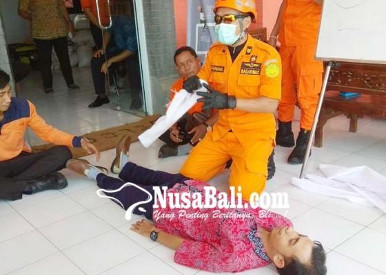 Nusabali.com - trc-bpbd-berlatih-evakuasi-korban