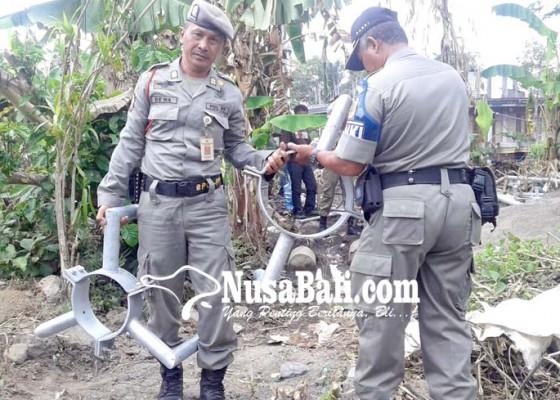 Nusabali.com - satpol-pp-semprit-pembangun-tower