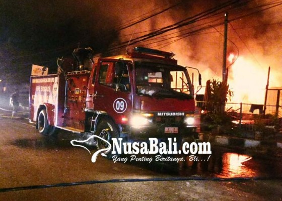 Nusabali.com - diduga-korsleting-listrik-gudang-furniture-terbakar