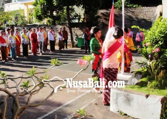Nusabali.com - peringati-hari-kartini-siswa-slb-gelar-pentas-seni