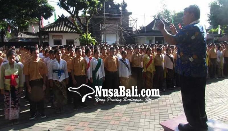 www.nusabali.com-guru-dan-siswa-berkompetisi-jadi-putri-dan-ibu-kartini