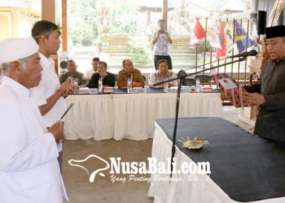 Nusabali.com - bupati-bangli-hadiri-pelantikan-paw-anggota-ppk