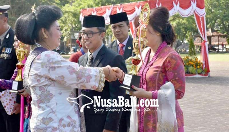 www.nusabali.com-3-pasangan-serasi-terima-hadiah-hari-kartini