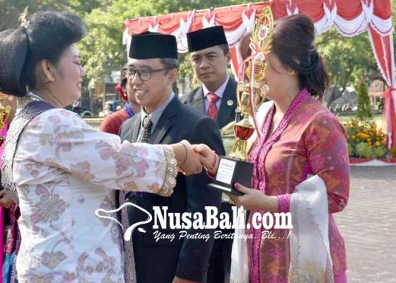 Nusabali.com - 3-pasangan-serasi-terima-hadiah-hari-kartini