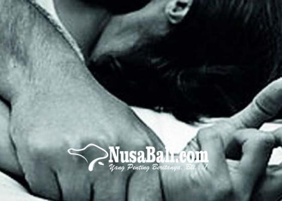 Nusabali.com - cabuli-20-wanita-dukun-nyaris-diamuk-massa
