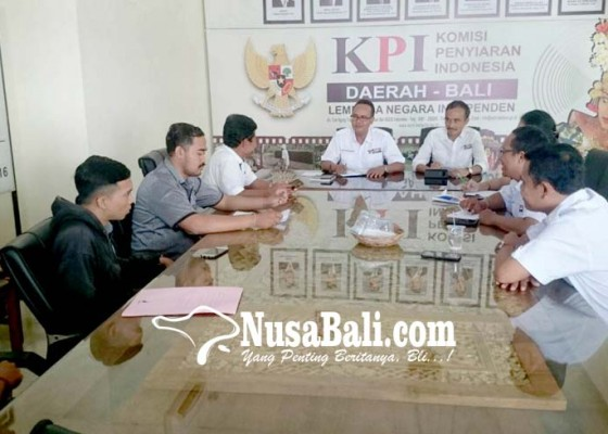 Nusabali.com - elemen-masyarakat-hindu-mengadu-ke-kpid