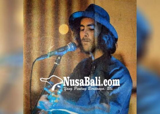 Nusabali.com - digulung-ombak-aussie-hilang-10-jam