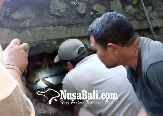 Nusabali.com - pipa-pdam-bocor-tertimpa-tiang-listrik