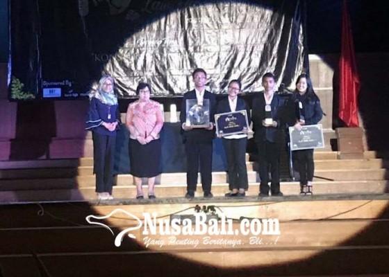 Nusabali.com - tiga-siswa-sman-2-semarapura-raih-juara-debat-lomba-tingkat-nasional