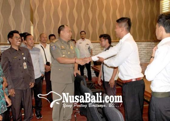Nusabali.com - kepala-pasar-kayuambua-diganti