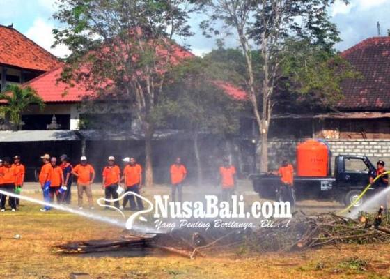 Nusabali.com - puting-beliung-dan-kebakaran-terjang-desa-sedang