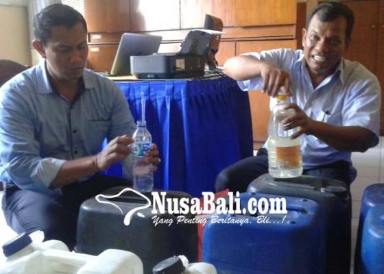 Nusabali.com - resnarkoba-amankan-260-liter-arak
