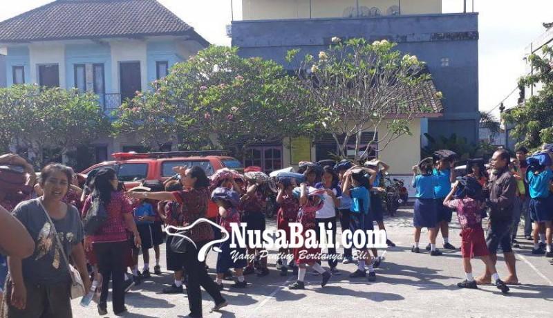 www.nusabali.com-murid-slb-ikut-simulasi-gempa-bumi