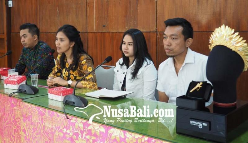 www.nusabali.com-jegeg-bagus-klungkung-buat-mahkota-berlapis-emas