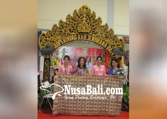Nusabali.com - koperindag-jembrana-tampilkan-tenun-dan-rajut