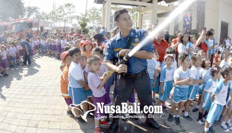 www.nusabali.com-anak-anak-paud-antusias-ikut-simulasi-pencegahan-kebakaran