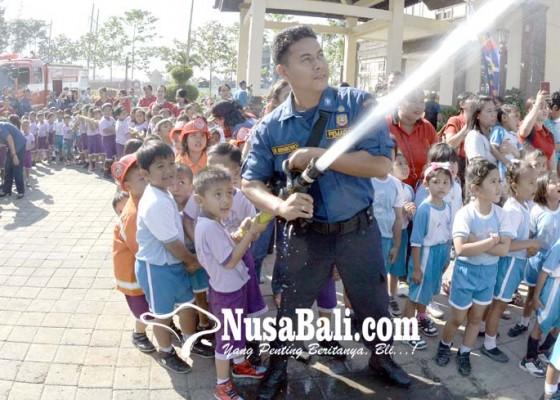 Nusabali.com - anak-anak-paud-antusias-ikut-simulasi-pencegahan-kebakaran