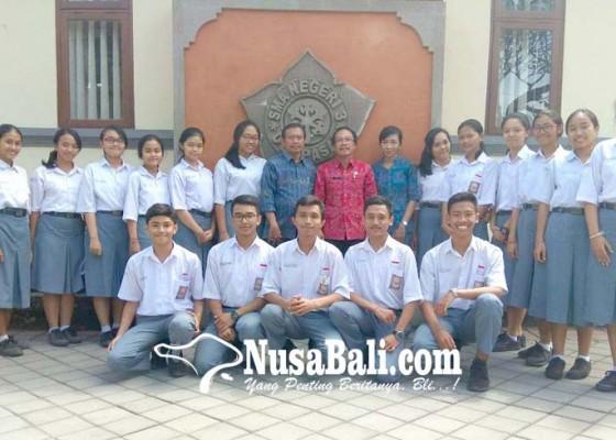 Nusabali.com - trisma-raih-emas-berkat-shampo-daun-pepaya