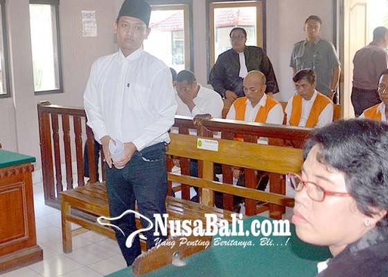 Nusabali.com - selundupkan-405-gram-shabu-dituntut-16-tahun