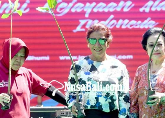 Nusabali.com - risma-dapat-pujian-dari-megawati-karena-cerewet