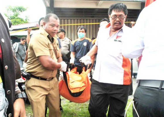 Nusabali.com - pegawai-hotel-tewas-dalam-mobil